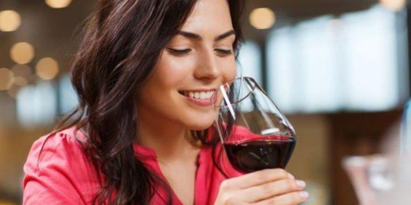 Rượu vang bắt nguồn từ đâu?