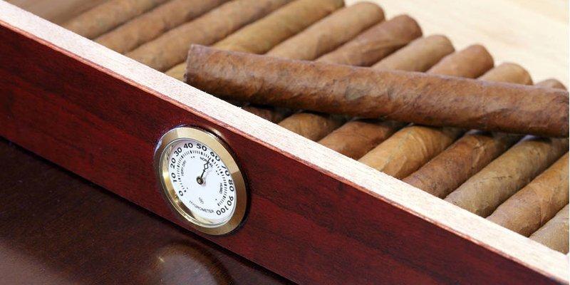 Làm thế nào để duy trì độ ẩm xì gà thích hợp trong những tháng nóng