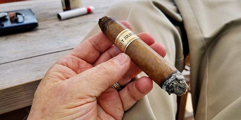 Một điếu cigar (xì gà) chất lượng nó như thế nào?