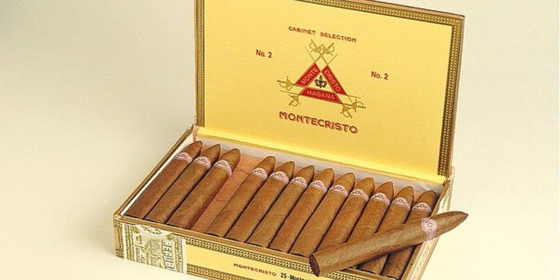 Nên mua xì gà Montecristo No 2 hay Montecristo No 4