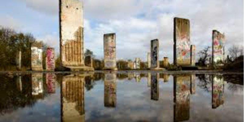 Xì gà và Bức tường Berlin