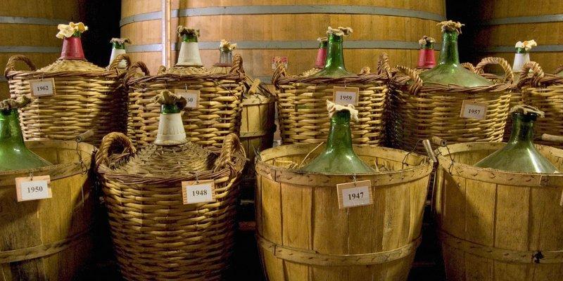 Armagnac: Hướng Dẫn Cơ Bản Về Rượu Mạnh Lâu Đời Nhất Của Pháp