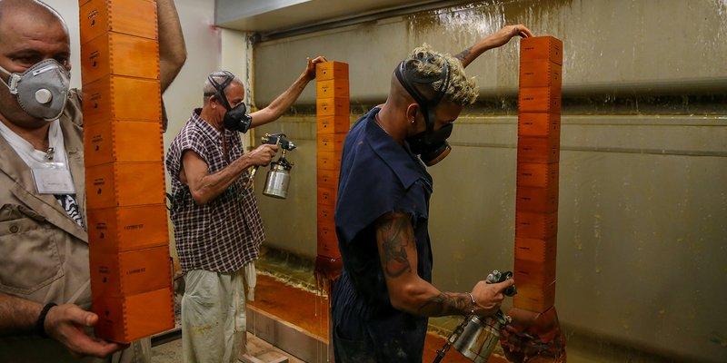 Bên trong Nhà máy Hộp xì gà Mới của Cuba