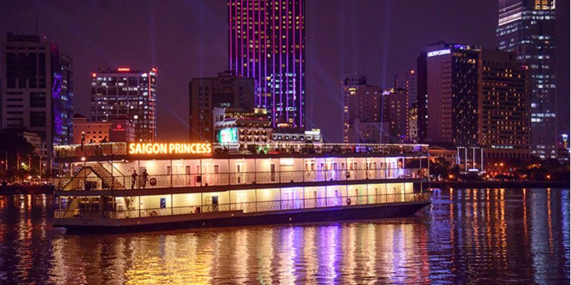5 du thuyền Sài Gòn trên sông cho bạn trải nghiệm bữa tối lãng mạn bên người thương